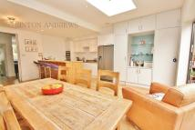 4 bed house in Loveday Road, Ealing, W13
