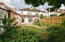 3 bedroom house in Claremont Road, Ealing...