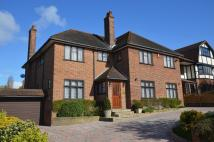 5 bed home in Meadow Way, Chigwell, IG7