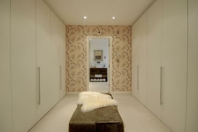 LARGE WALK-IN DRESSING ROOM