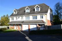 End of Terrace property in Oak Ridge Close...