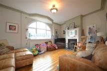 3 bed Flat in Benyon Parade...