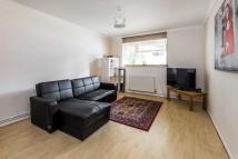 Flat in Worcester Road, Sutton...