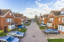 4 bed semi detached home to rent in Epsom, Surrey