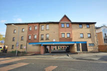 Flat to rent in Strathleven Place...