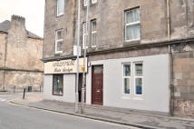 Ground Flat to rent in Glasgow Road, Dumbarton...