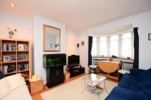 Flat to rent in Claremont Avenue...