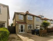 3 bed End of Terrace home in South Lane, New Malden...