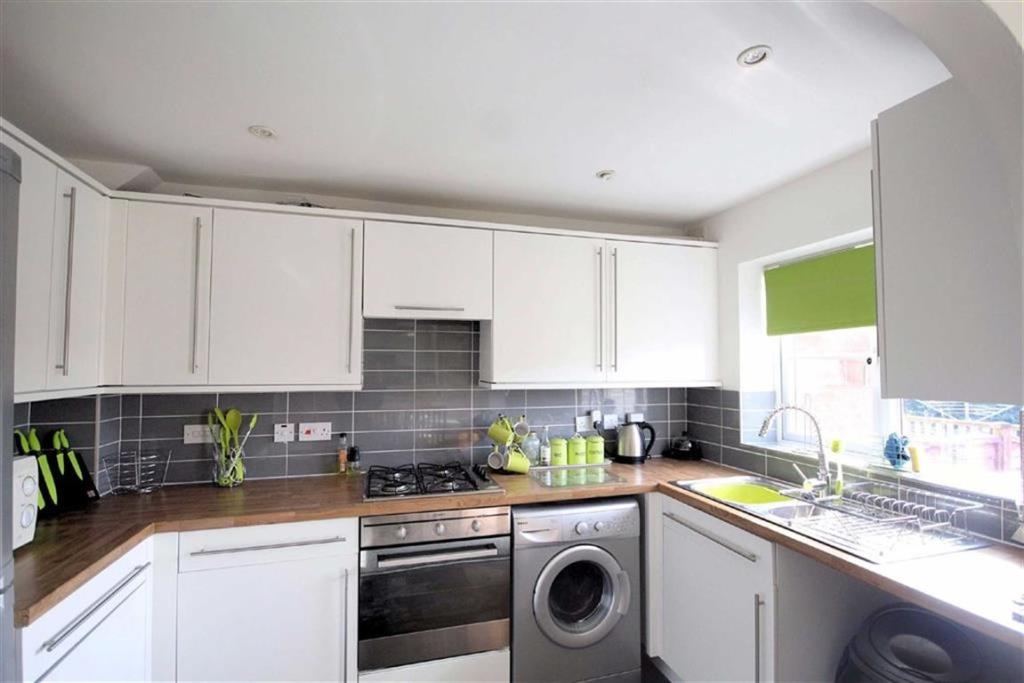 3 bedroom town house  Kiln Avenue, Mirfield