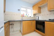 Apartment to rent in Avondale Avenue, Staines...