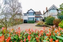 5 bedroom Detached home for sale in Off Kenilworth Road...