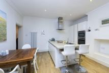 3 bed Ground Flat in Nightingale Lane, London