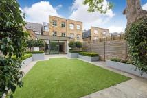 5 bedroom Terraced home in Henderson Road, London