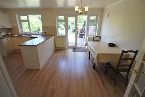 Kitchen/ Dining Roo