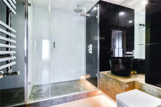 Ec1y: Bathroom