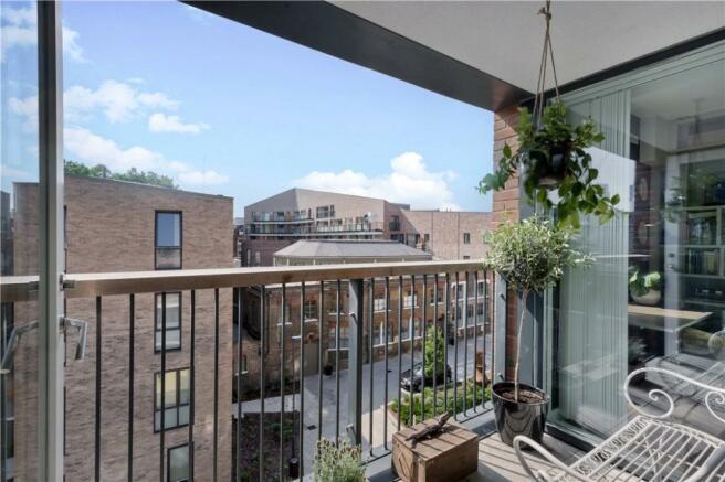E2: Balcony