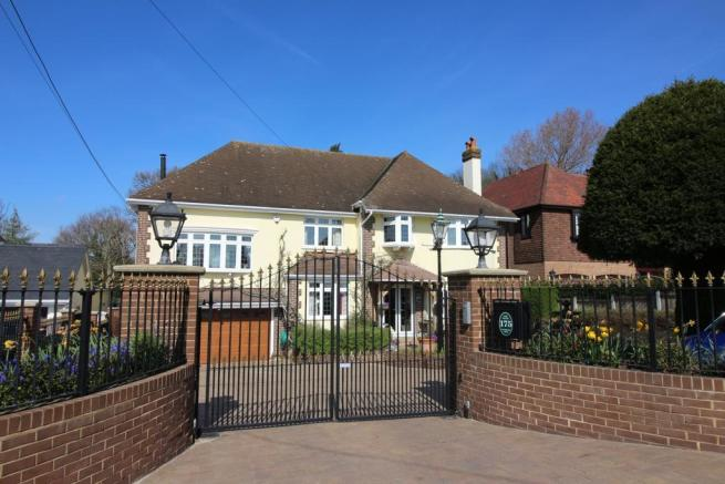 4 Bedroom Detached House For Sale In Vicarage Hill Benfleet Ss7 Ss7