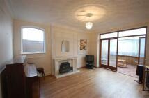 4 bedroom Detached Bungalow in Glenhurst Avenue...