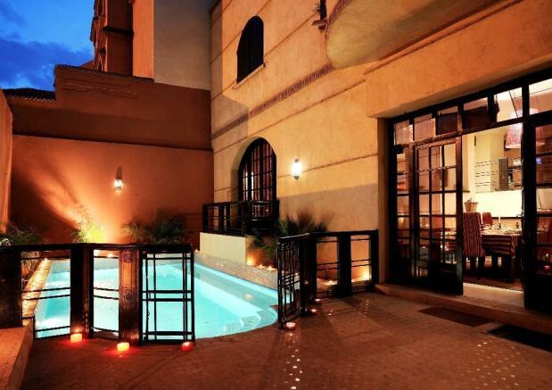 Villa and pool by ni