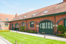 2 bed Barn Conversion in Brickendon Lane...
