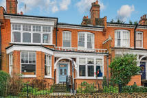 5 bed Terraced property in Woodland Rise, London...