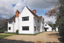 5 bed house in CROWTHORNE