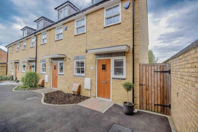 Edmonds Court Foyer Small Heath : Bedroom terraced house for sale in phoenix court ware sg