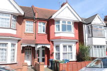 Maisonette to rent in Harrow