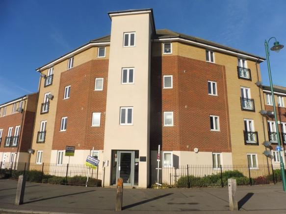 2 Bedroom Apartment For Sale In Eagle Way Hampton Centre