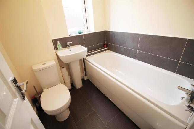 Bathroom (But).jpg