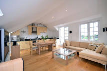 3 bed Apartment to rent in Highbury Grove, London...