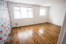 Flat to rent in Holly Road, Risca...