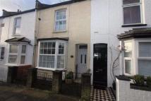Town House to rent in Mead Road, Edgware...