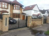 Flat to rent in Southend Arterial Road...