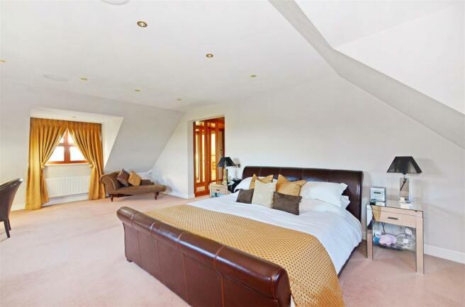 Master Bedroom (1).j