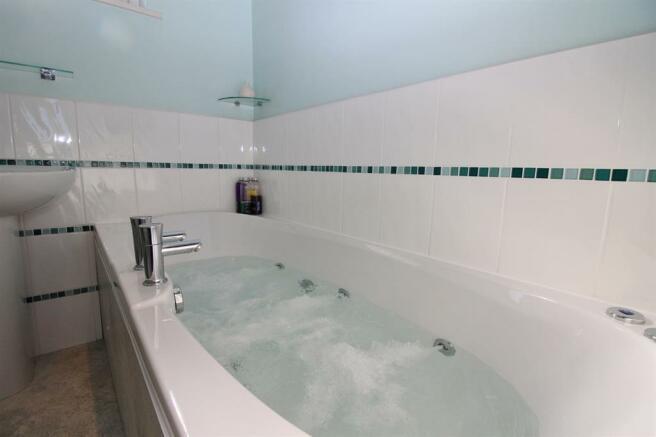 En-Suite Spa Bath
