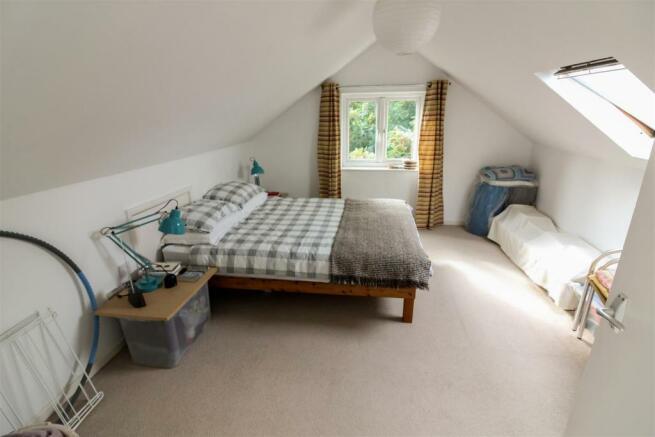 bedroom_1_dp_2355297