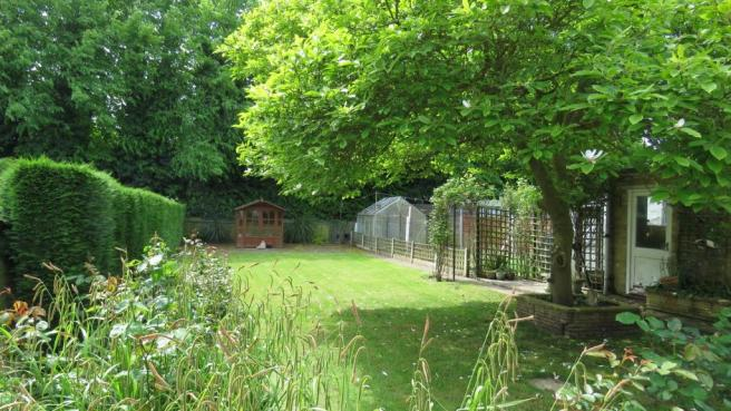 Fellowes Drive 9 garden.JPG