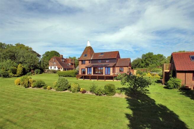 4 bedroom detached house for sale in hawkhurst road cranbrook kent tn17