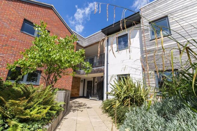 1 bedroom apartment for sale in newbury parkway west berkshire rg14 rg14