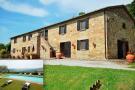 house for sale in Radicofani, Siena...