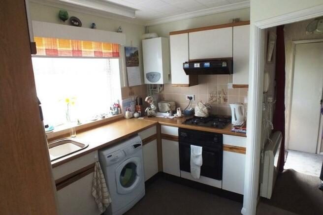 Kitchen 2 USE.JPG