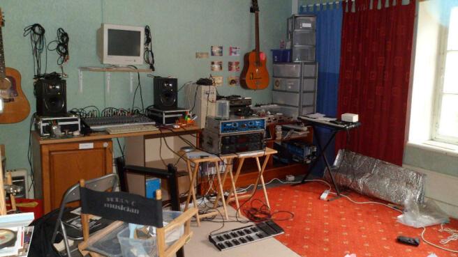 3rd Bedroom/studio