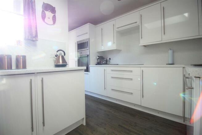 Open plan kitchen-lo