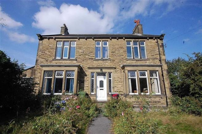 4 bedroom detached house for sale in kingston avenue dalton huddersfield hd5 hd5
