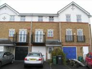 Town House to rent in Greenhithe, DA9