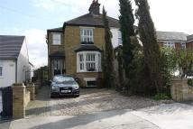 4 bedroom semi detached house in Chestnut Avenue, GRAYS...