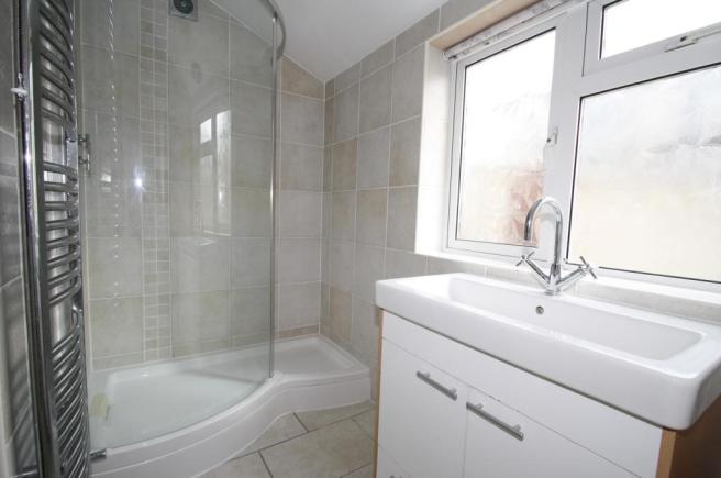 DownstairsBathroom-3-bed-house-SeaViewAvenue-Plymouth
