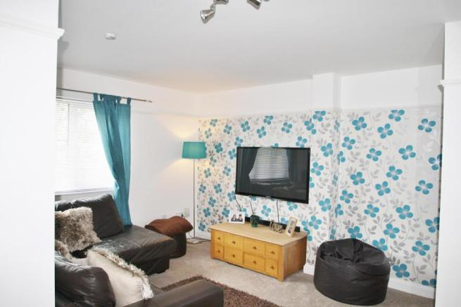 Lounge-1-bed-flat-WoodfordAvenue-Plymouth