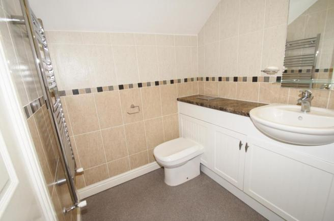 BathroomOne-2-bed-cottage-BarrackStreet-Plymouth